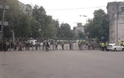 В центре Киева у метро Арсенальная перекрыто движение