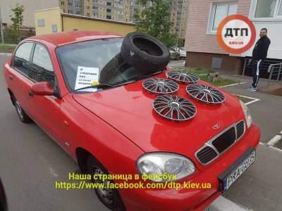 В Киеве «герой парковки» остался со спущенными колесами