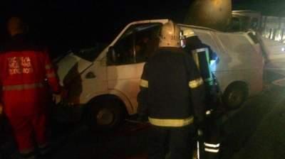 Столкновение автобуса и грузовика: под Киевом в ДТП погибла женщина