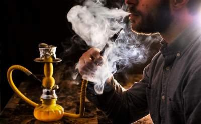 Врачи сравнили вред от курения кальяна и сигарет
