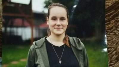 В Киеве пропала несовершеннолетняя с тату за ухом