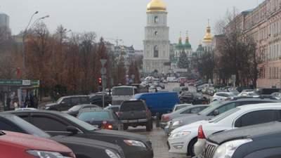В центрах украинских городов запретили наземные парковки