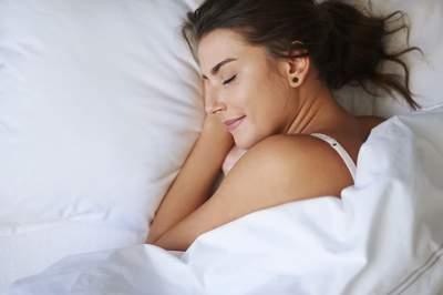 Медики подсказали, в каком положении тела полезнее спать