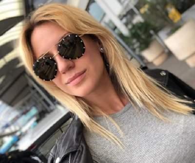 Леся Никитюк примерила топ с глубоким декольте