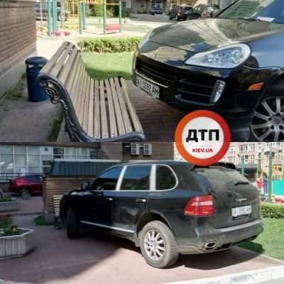 В Киеве заметили очередного «героя парковки»