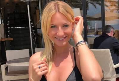Леся Никитюк в стильном купальнике понежилась на Лазурном Берегу