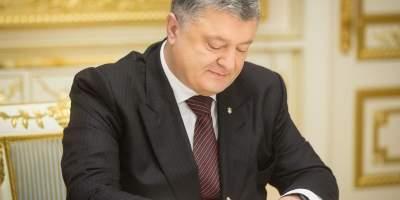 В День матери Порошенко присвоил почетное звание «Мать-героиня» более тысячи украинок