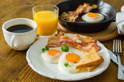 Диетологи развеяли популярный миф о пользе завтрака