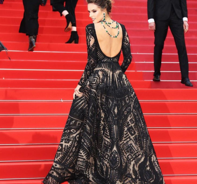 Модель Victoria's Secret покорила публику элегантным нарядом