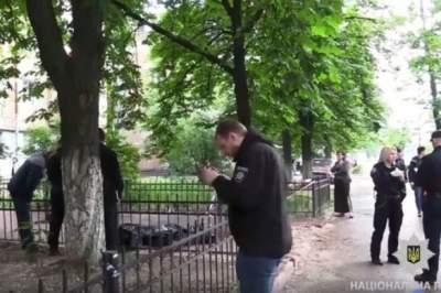 Полиция Киева ищет преступника, зарезавшего мужчину на улице