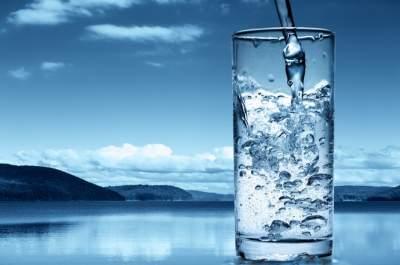 Врачи рассказали, кому нельзя пить минеральную воду
