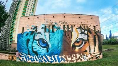 В Киеве появился мурал с изображением тигра