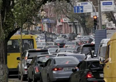 Киев остановился в девятибалльных пробках