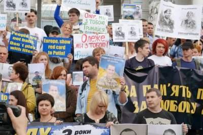 В Киеве проводят марш за освобождение политзаключенных