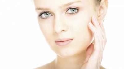 Названы распространенные привычки, способные испортить кожу