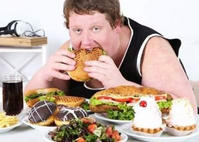 Стало известно, какое нарушение заставляет людей переедать