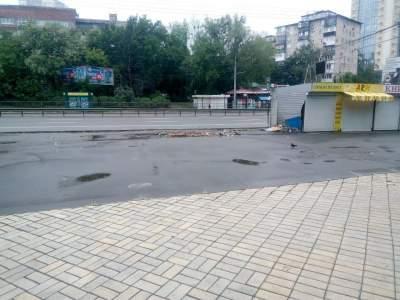 В Киеве возле метро КПИ вновь снесли МАФы