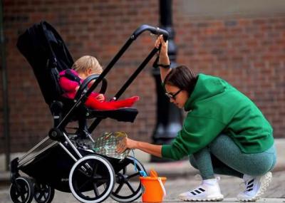 Ирина Шейк очаровала снимками прогулки с дочкой