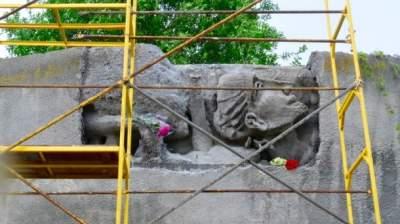 В Киеве отреставрируют известный барельеф