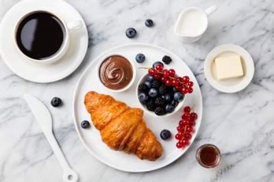 Диетологи назвали самые полезные продукты для завтрака