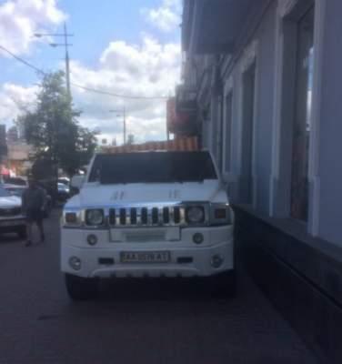 Киевлян разгневал «герой парковки» на Хаммере