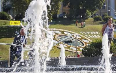 В центре Киева торжественно открыли обновленные цветочные часы
