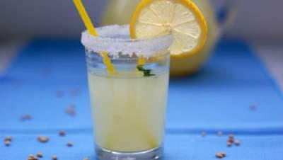 Диетологи рассказали, кому полезно пить ячменную воду