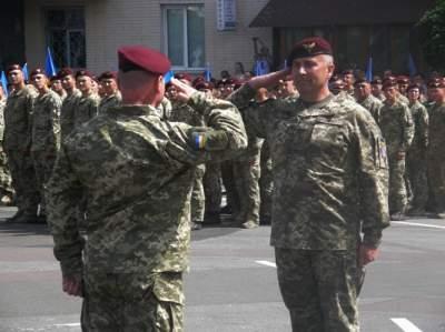 Жители Житомира трогательно встретили военных с Донбасса