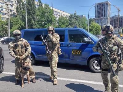 На улицах Киева спецназ СБУ ищет взрывчатку