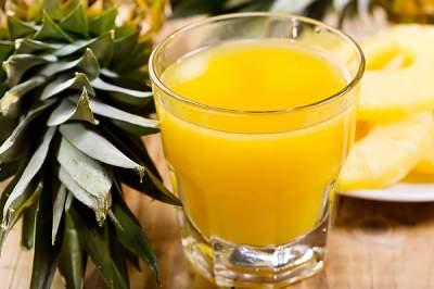 Врачи назвали фруктовый сок, полезный для кожи и глаз