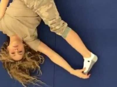 Шакира удивила поклонников гибкостью на фото с йоги