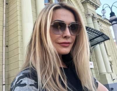Ольга Сумская порадовала откровенным декольте