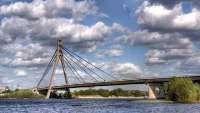В Киеве на три дня ограничат движение по Северному мосту