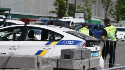 В Киеве Крещатик открыли для транспорта