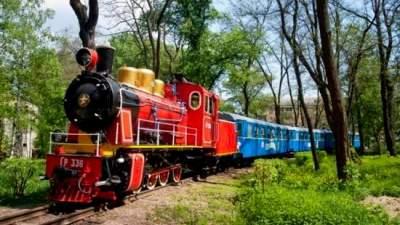 В Киеве малыши могут бесплатно прокатиться по детской железной дороге