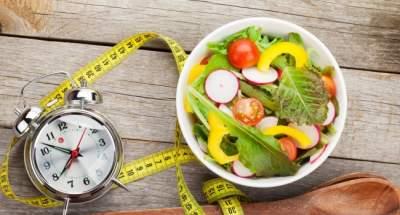 Названы главные опасности позднего ужина