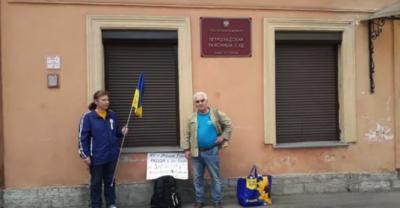 В РФ задержали активистов с украинским флагом