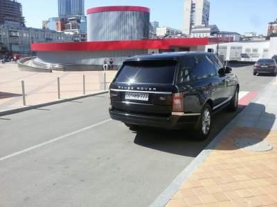 Киевляне обсуждают наглого «героя парковки» на Land Rover
