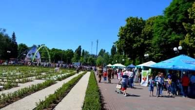 В Киеве открыли отреставрированный парк «Отрадный»