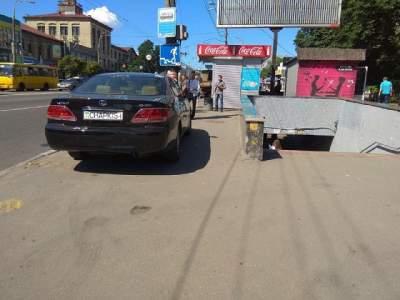 Киевлян возмутил очередной «герой парковки»