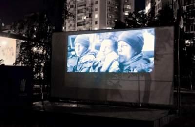 В одном из киевских скверов появился кинотеатр под открытым небом