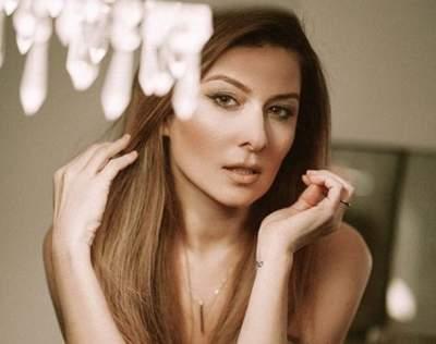 Жанна Бадоева засветила стройные бедра