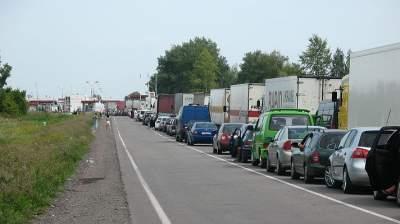 На границе с Польшей образовались большие очереди