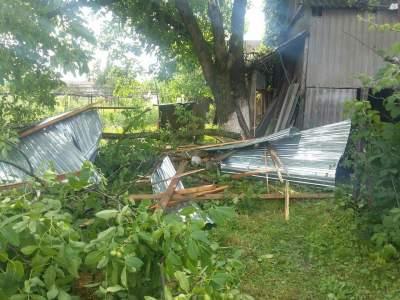 В Сети показали кадры последствий сильной бури в Украине