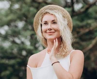 Ксения Бугримова сфоткалась в бассейне без купальника