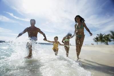 Врачи назвали главные правила безопасности во время отпуска