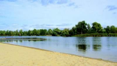 Киевлянам запретили купаться в нескольких водоемах Оболони