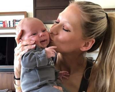 Анна Курникова показала, как мило улыбается ее сынишка