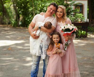 Украинская ведущая крестила новорожденную дочку
