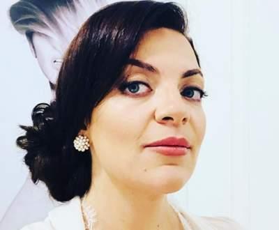 Наталья Холоденко похвалилась фигурой в эффектном мини